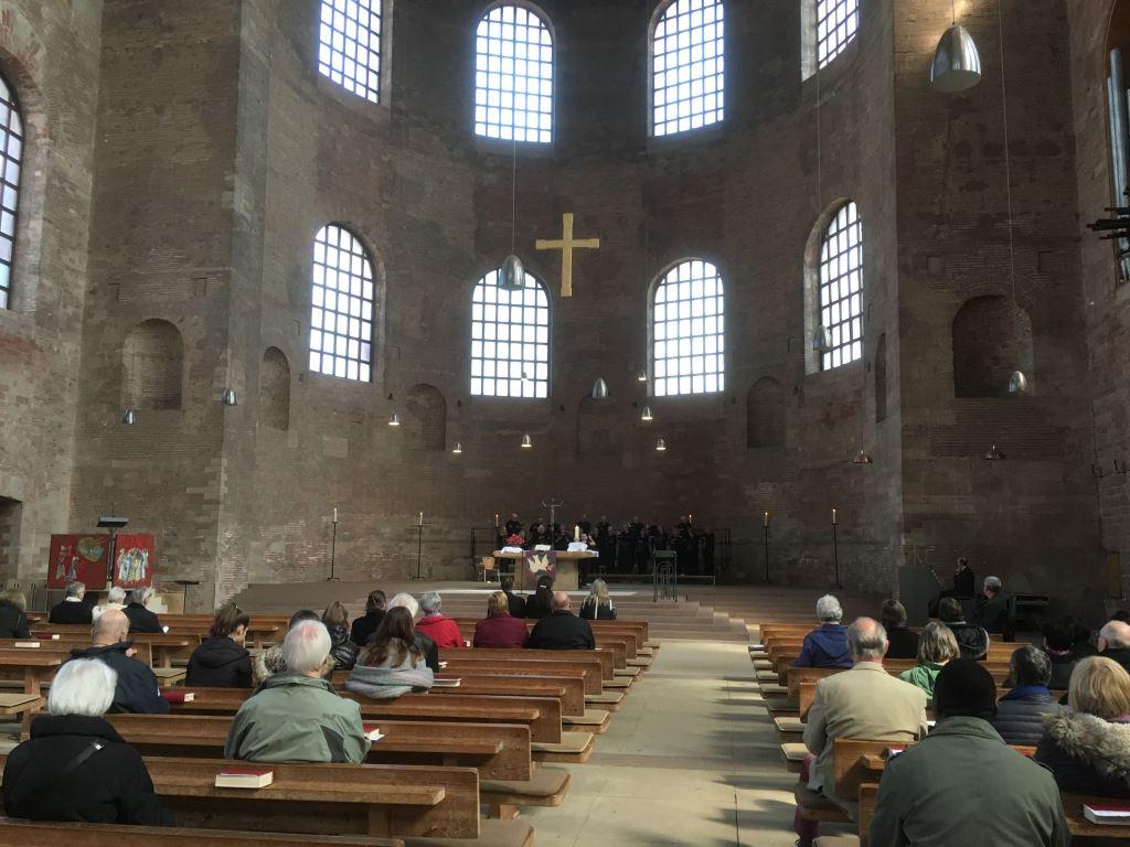 Trier Basilica Singing 2